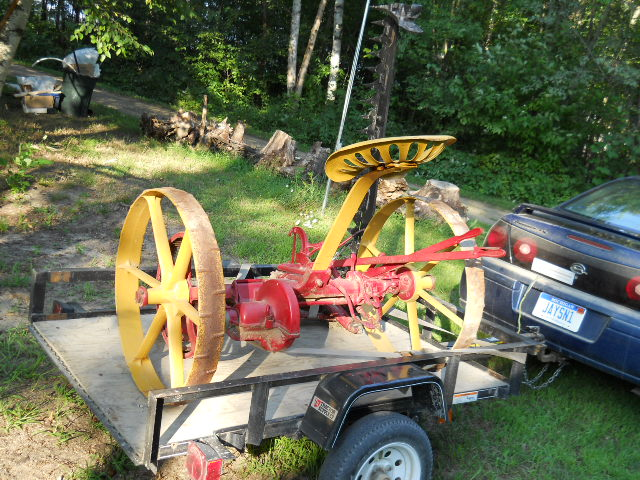 Sickle bar mower - Farmall Cub